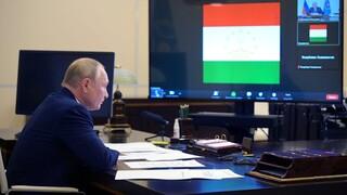 Πούτιν: Δεκάδες αυτοί που αρρώστησαν από κορωνοϊό στο περιβάλλον μου