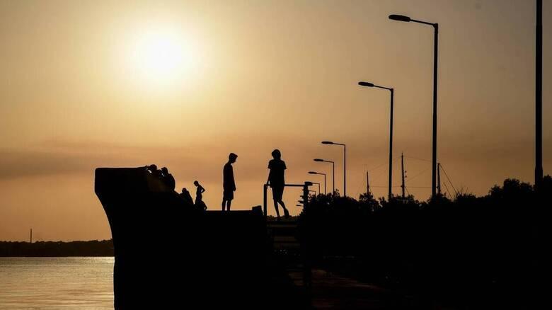 Καιρός: Παραμένει αίθριος με υψηλές για την εποχή θερμοκρασίες
