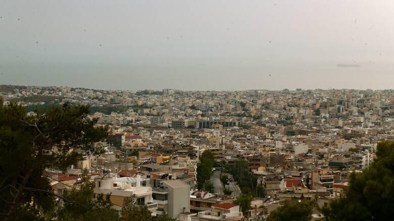 Καιρός: Παραμένει αίθριος και σήμερα - Επιστρέφει η αφρικανική σκόνη