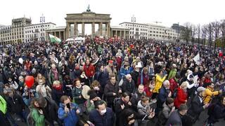 Κορωνοϊός - Γερμανία: Facebook και Instagram διέγραψαν λογαριασμούς αντιεμβολιαστών