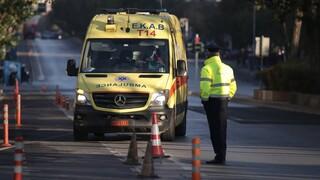 Καματερό: Δύο νεκροί σε τροχαίο - Αυτοκίνητο παρέσυρε ηλικιωμένη και «καρφώθηκε» σε λεωφορείο
