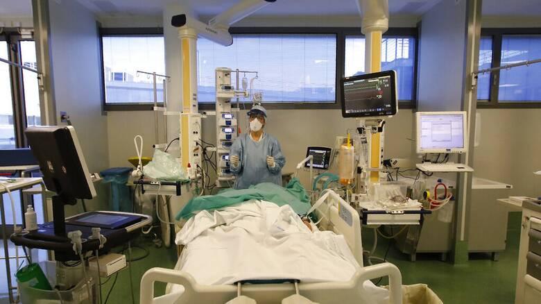 Κορωνοϊός: 2.255 νέα κρούσματα, 352 διασωληνωμένοι, 39 θάνατοι