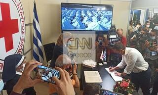 ΔΕΘ 2021: Η επίσκεψη του Αλέξη Τσίπρα στο περίπτερο του Ελληνικού Ερυθρού Σταυρού