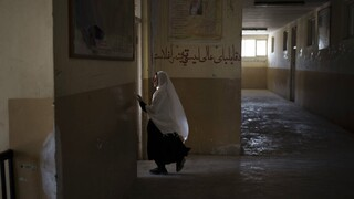 «Σκοτάδι» στο Αφγανιστάν: Αποκλείουν οι Ταλιμπάν τα κορίτσια από τη μέση εκπαίδευση