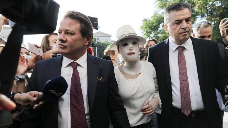 Επίθεση με βιτριόλι: «Η Ιωάννα θα κινηθεί νομικά για όσα είπε ο συνήγορος του 40χρονου»