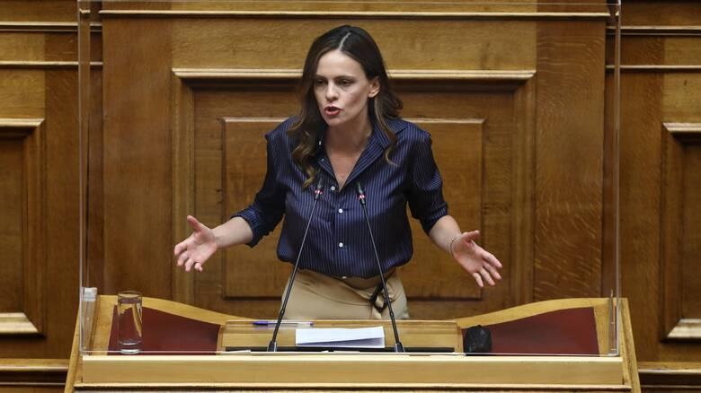 Αχτσιόγλου: Ο κ. Μητσοτάκης νομοθετεί για την τάξη του, ευνοούνται ελάχιστοι