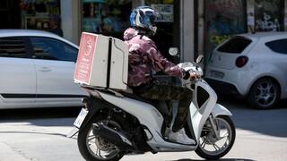 Υπουργείο Εργασίας: Πρόστιμα για παραβάσεις της εργατικής νομοθεσίας σε delivery και courier