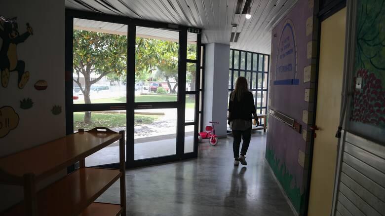 Θεσσαλονίκη: Νήπιο βρέθηκε μόνο του σε δρόμο εκτός του σχολείου - Συνελήφθη η νηπιαγωγός