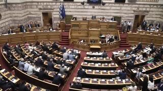 Εμβολιασμοί: Στη Βουλή η τροπολογία για τα 50 GB και τις αμοιβές των ιδιωτών γιατρών