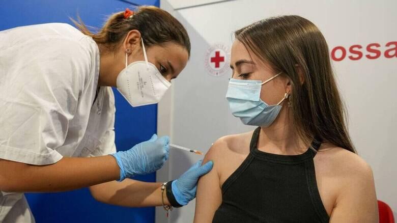 Υπουργείο Παιδείας: Δείτε Live την ενημέρωση για τον εμβολιασμό παιδιών και εφήβων