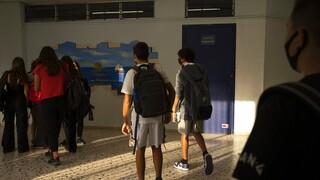 Freedom Pass: Αυξάνεται η διάρκειά του για τα παιδιά 15-17 ετών που θα εμβολιαστούν