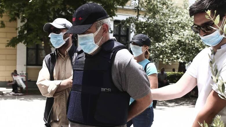 «Ψευτογιατρός»: Στο εδώλιο για 12 θανάτους καρκινοπαθών και 14 απόπειρες ανθρωποκτονίας