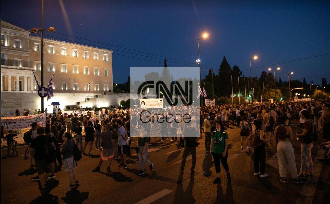 https://cdn.cnngreece.gr/media/news/2021/09/21/282415/photos/snapshot/zakk1.jpg