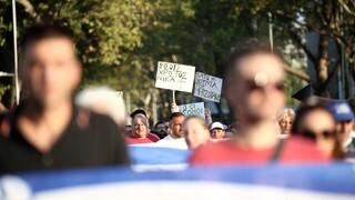 Κορωνοϊός: Ασπίδα προστασίας σε υγειονομικούς και εκπαιδευτικούς για επιθέσεις από αρνητές