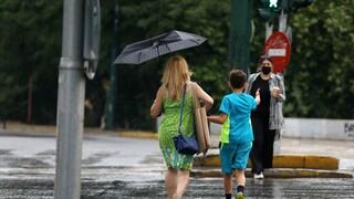 Καιρός: «Πέφτει» ο υδράργυρος, εντείνονται οι βροχοπτώσεις - Ποιες περιοχές θα επηρεαστούν