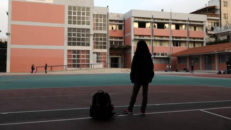 Κορωνοϊός: Ραγδαία αύξηση κρουσμάτων στα παιδιά - Το «στοίχημα» των ανοιχτών σχολείων