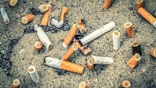 Πανδημία... αποτσίγαρων στην Ελλάδα: Με ποιον τρόπο βλάπτουν το περιβάλλον