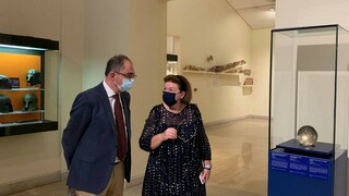 «Υπό το φως του Απόλλωνος - Το Λούβρο στους Δελφούς»: Εγκαινιάστηκε η έκθεση στο μουσείο των Δελφών