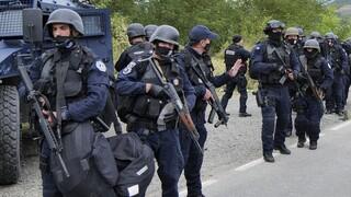 Σκηνικό έντασης στο βόρειο Κόσοβο με οδοφράγματα και ισχυρές αστυνομικές δυνάμεις