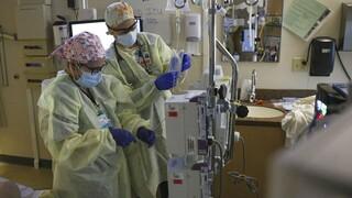 ΠΟΥ: Σε ποιες δύο κατηγορίες ασθενών συστήνει θεραπεία με τα μονοκλωνικά αντισώματα