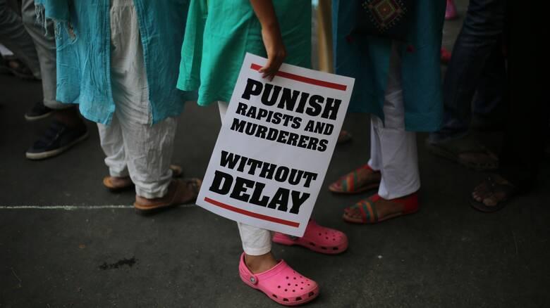 Ινδία: 28 συλλήψεις για τον κατά συρροή βιασμό μιας 15χρονης από συμμορία