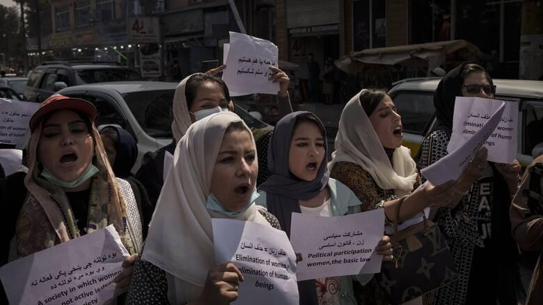 Κορυφαία Αφγανή ακτιβίστρια: Οι Ταλιμπάν «δεν έχουν άλλη επιλογή» από το να ακούσουν τις γυναίκες