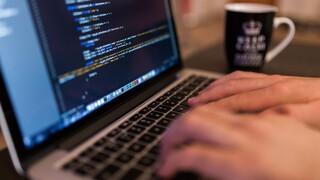 Έρευνα της ΕΛ.ΑΣ. σε ιστοσελίδες και social media που στρέφονται κατά της δημόσιας υγείας