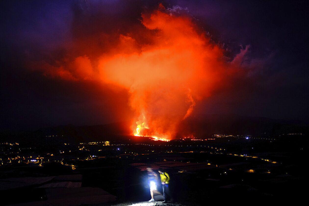 https://cdn.cnngreece.gr/media/news/2021/09/25/282900/photos/snapshot/ifaisteio-lava.jpg