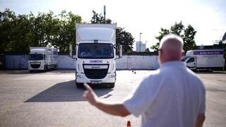 Βρετανία: Προσωρινές θεωρήσεις εισόδου στους οδηγούς φορτηγών μπροστά στις ελλείψεις