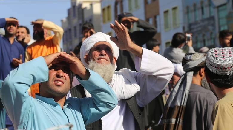 Αφγανιστάν: Οι Ταλιμπάν κρέμασαν νεκρούς στην κεντρική πλατεία της Χεράτ