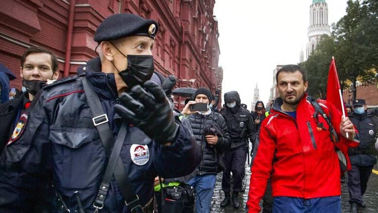 Ρωσία: Μεγάλες διαδηλώσεις στη Μόσχα για τα αποτελέσματα των βουλευτικών εκλογών