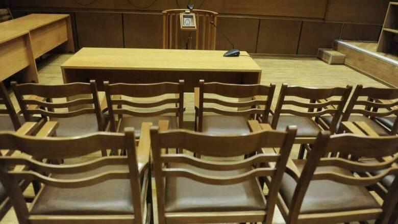 Δικηγόροι: «Όχι» στη στόχευση γιατρών και εκπαιδευτικών για τον κορωνοϊό
