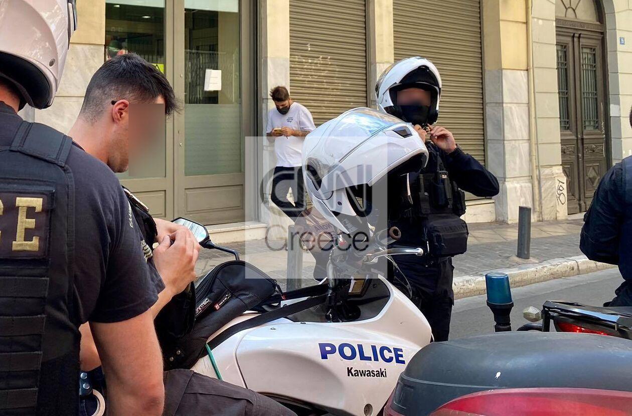 https://cdn.cnngreece.gr/media/news/2021/09/27/283154/photos/snapshot/peiraios-listia-05888488_n.jpg