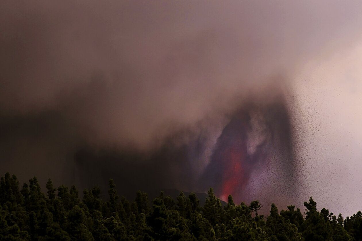 https://cdn.cnngreece.gr/media/news/2021/09/27/283169/photos/snapshot/lava-1.jpg
