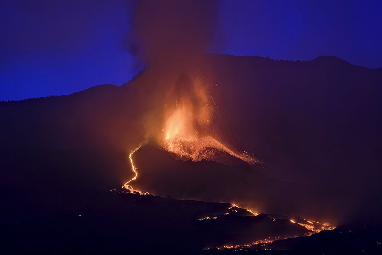 https://cdn.cnngreece.gr/media/news/2021/09/27/283169/photos/snapshot/lava-2.jpg