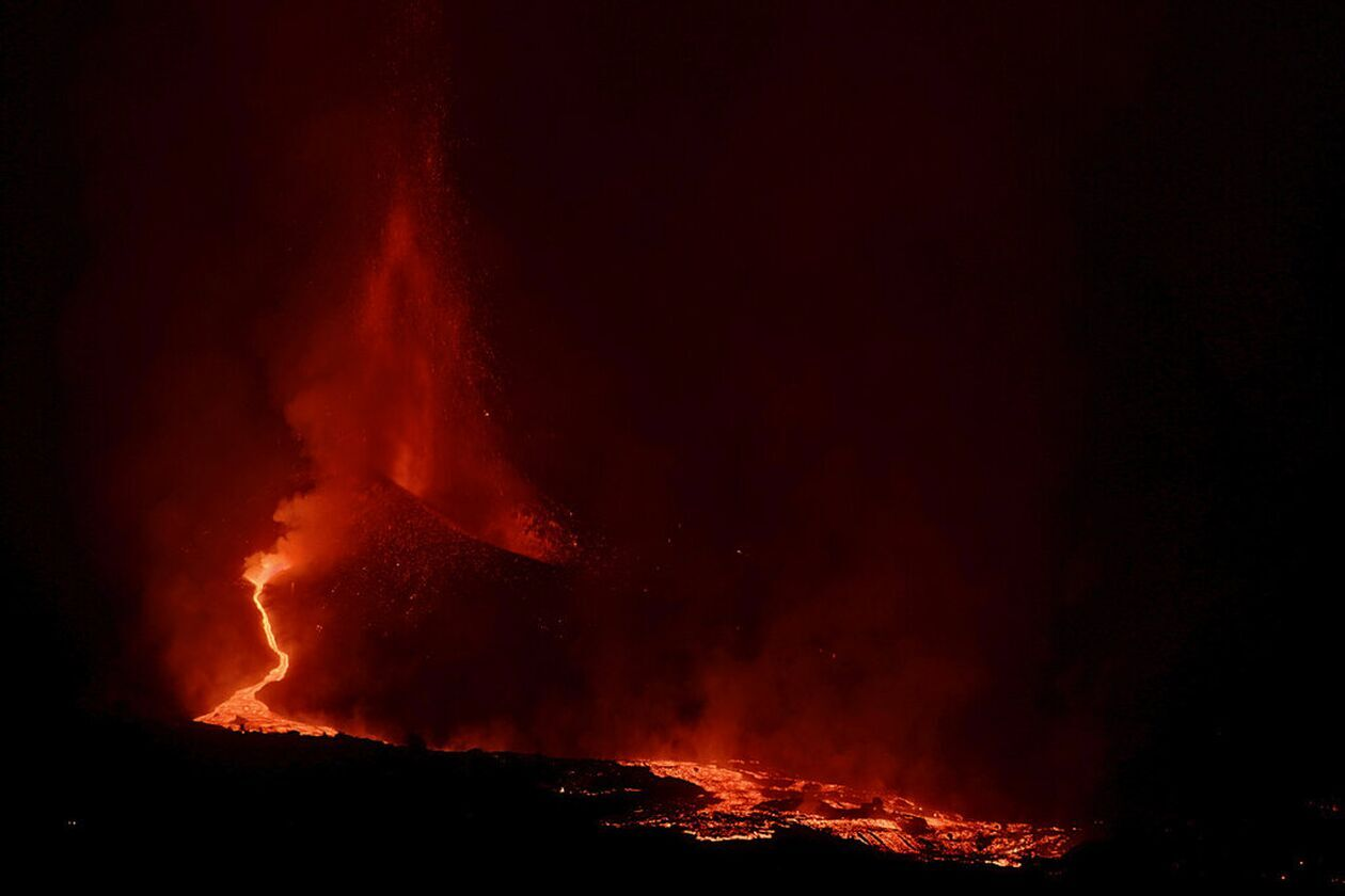 https://cdn.cnngreece.gr/media/news/2021/09/27/283169/photos/snapshot/lava-3.jpg