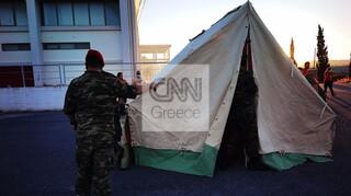 Σεισμός στην Κρήτη: Δύσκολη νύχτα για τους κατοίκους στο Αρκαλοχώρι - Βρίσκουν καταφύγιο σε σκηνές