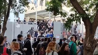 Θεσσαλονίκη: Σοβαρά επεισόδια έξω από λύκειο - Τραυματίστηκαν φοιτητές