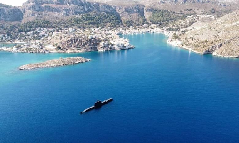 Στο Καστελλόριζο αναδύθηκε το υποβρύχιο «Παπανικολής» - Το μήνυμα του στρατηγού Φλώρου