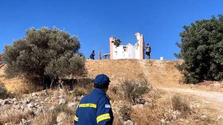 Σεισμός Κρήτη: Θρήνος στο «τελευταίο αντίο» του 62χρονου - Συγκλονισμένος ο γιος του στην κηδεία