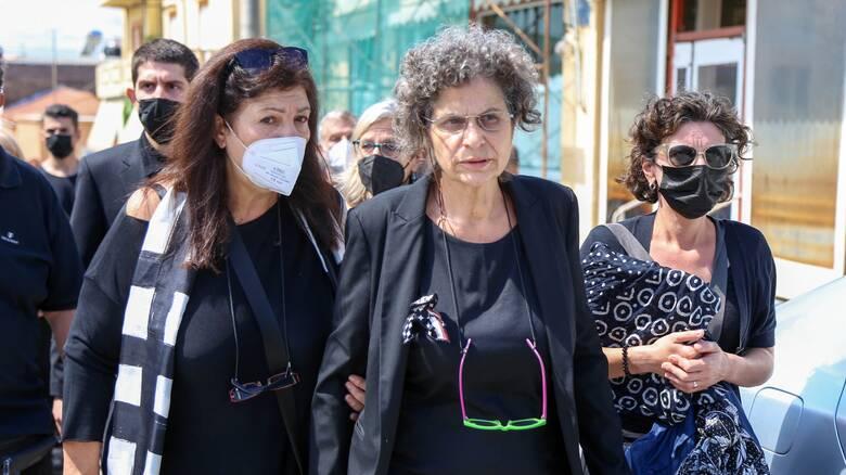 Μαργαρίτα Θεοδωράκη: Ασφαλιστικά μέτρα κατά άνδρα που ισχυρίζεται πως είναι αδελφός της