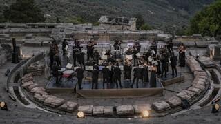 Το βίντεο της συναυλίας στους Δελφούς με τον Κουρεντζή, υποψήφιο για το Τηλεοπτικό Βραβείο Βενετίας