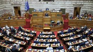 Βουλή: Καυγάς Θεοχάρη-Καραθανασόπουλου για τα επεισόδια στη Θεσσαλονίκη