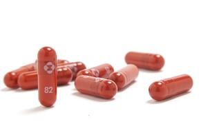 Κορωνοϊός: Η Merck ζητά άδεια για χάπι που μειώνει κατά 50% τον κίνδυνο νοσηλείας και θανάτου