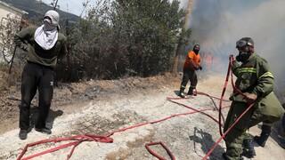 Φωτιές Αχαΐα: Μάχη σε δύο μέτωπα, έξω από το στρατιωτικό αεροδρόμιο Αράξου και στα Καλάβρυτα