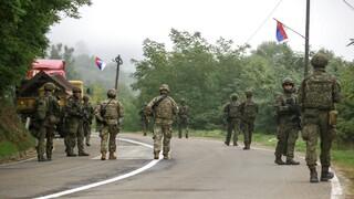 Αποκλιμάκωση στο βόρειο Κόσοβο: Απέσυραν οι Σέρβοι τα οδοφράγματα, επιτηρεί η KFOR