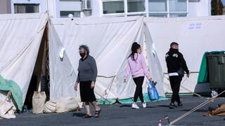Σεισμός Κρήτη: Συγκίνηση για νεογέννητο που ζει σε σκηνή μετά τα 5,8 Ρίχτερ