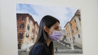 Ιταλία: Άνοιξαν οι κάλπες για τις κρίσιμες δημοτικές εκλογές - Στη Ρώμη όλα τα βλέμματα