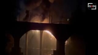Κατέρρευσε μέρος της φημισμένης Σιδερένιας Γέφυρας στη Ρώμη λόγω πυρκαγιάς