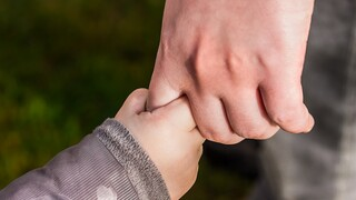 Επίδομα παιδιού: Αυξήθηκαν οι δικαιούχοι - Ανοιχτή η πλατφόρμα για αιτήσεις